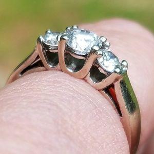 14k WHITE GOLD NATURAL DIAMOND THREE STONE RING